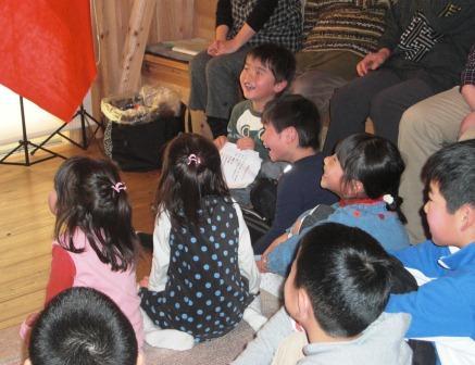新春お楽しみ会・子どもたちの様子の写真